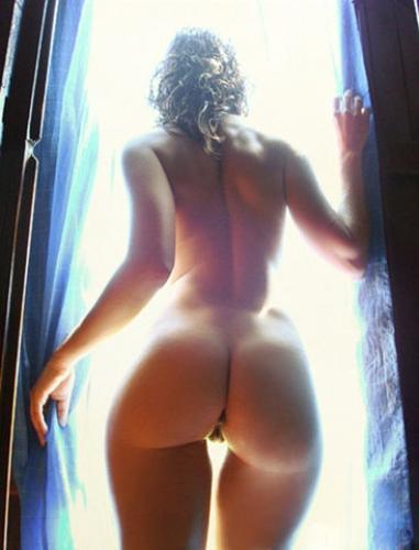 фото ню голые попы